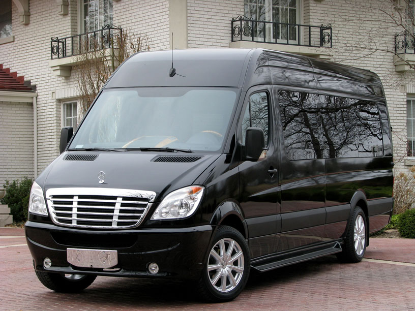 Look at what 39 s inside this mercedes sprinter passenger van for Mercedes benz sprinter limo
